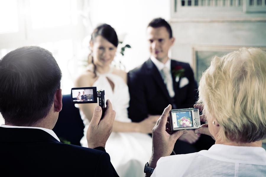 Hochzeitsgäste als Fotografen