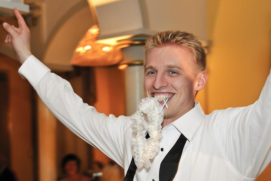 Hochzeitsfotografen Leipzig Feier Reportage Strumpfband