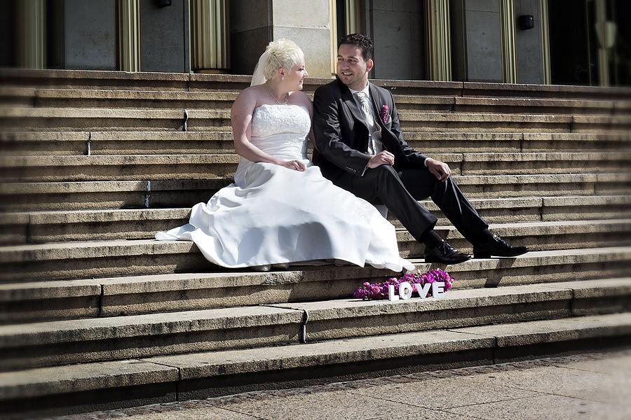 Hochzeitsfotos vor der Oper in der Innenstadt von Leipzig