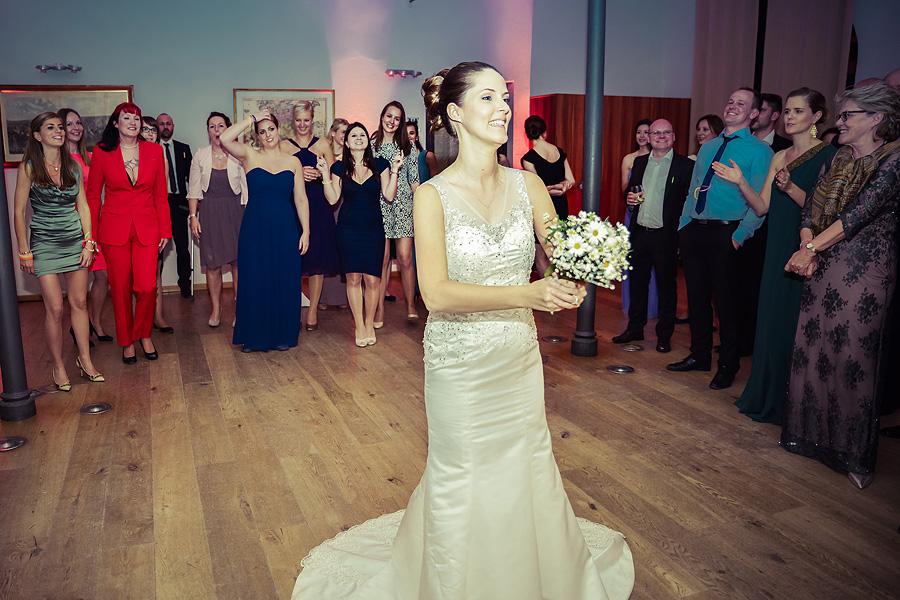 Brautstrauß werfen Hochzeitsbrauch