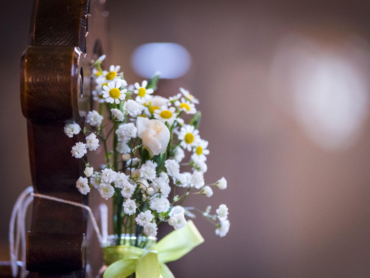 Blumenschmuck Zur Hochzeit Ganz In Weiss