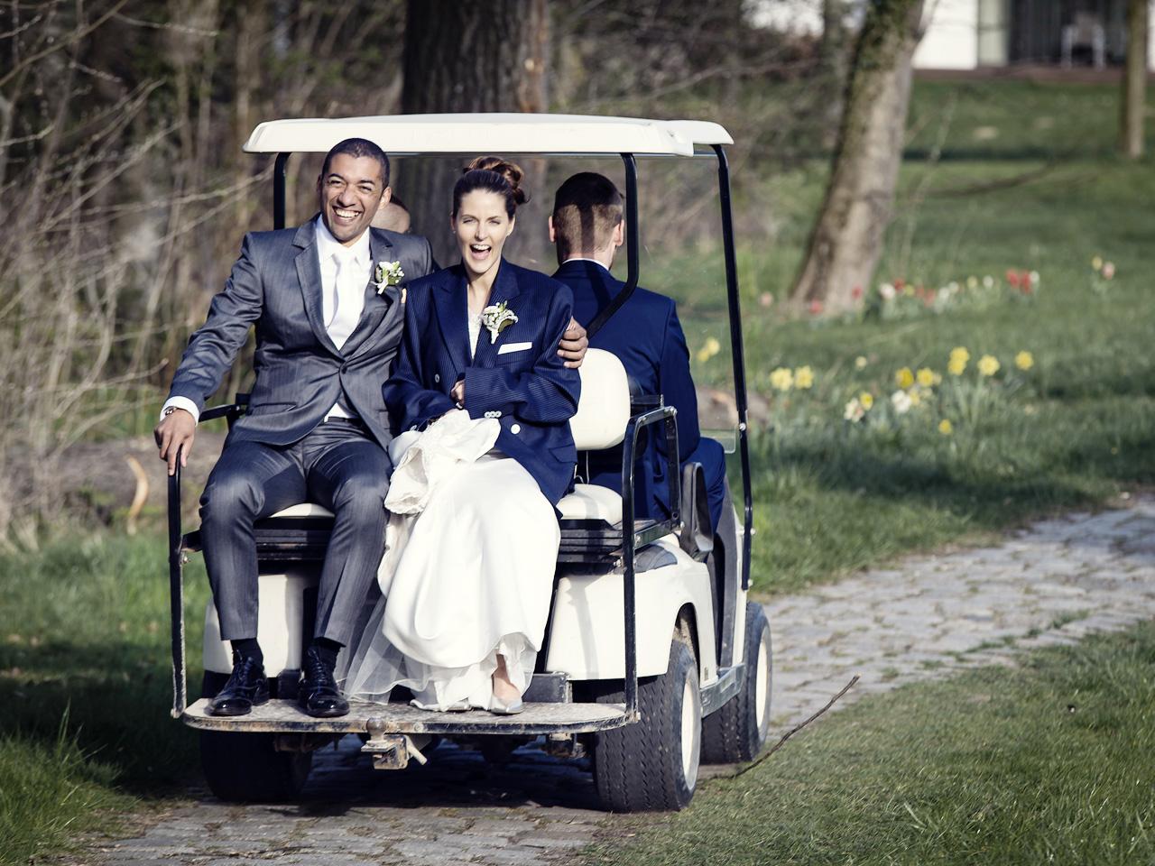 Fabulous Lustige Hochzeitsbilder Reference Of Brautpaar Im Hochzeitsauto