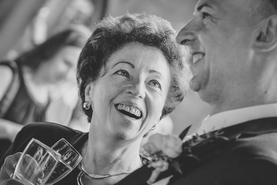 Hochzeitsfotos im Reportagestil