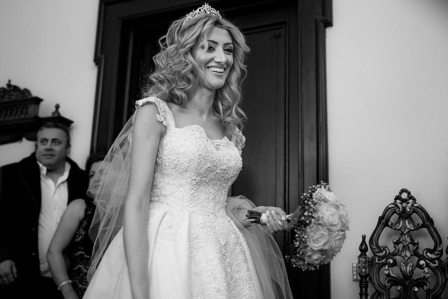 Braut vor der Trauung - assyrische Hochzeit in Leipzig