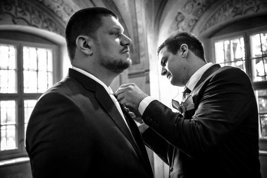 Bräutigam und Trauzeuge vor der Trauung