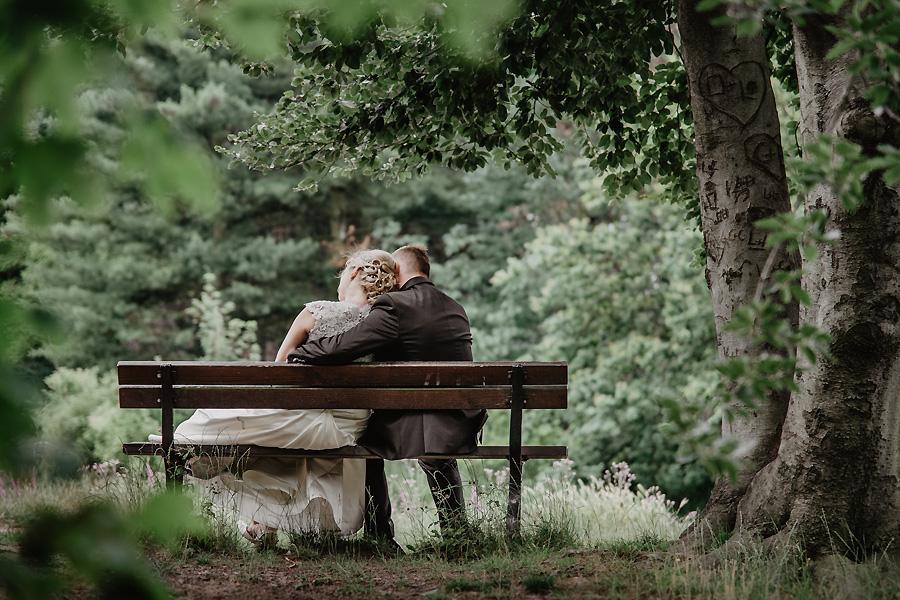 Paar auf einer Bank